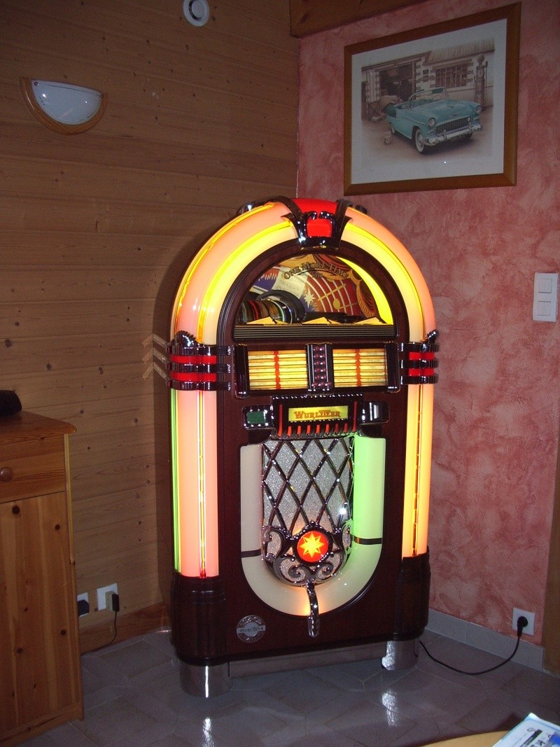 juke box. Black Bedroom Furniture Sets. Home Design Ideas