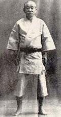 Jigoro Kano en kimono