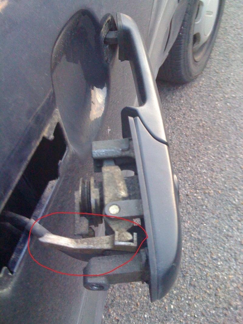 Volkswagen passat td break an 1994 remplacement poigne de porte r solu - Demonter une poignee de porte ...