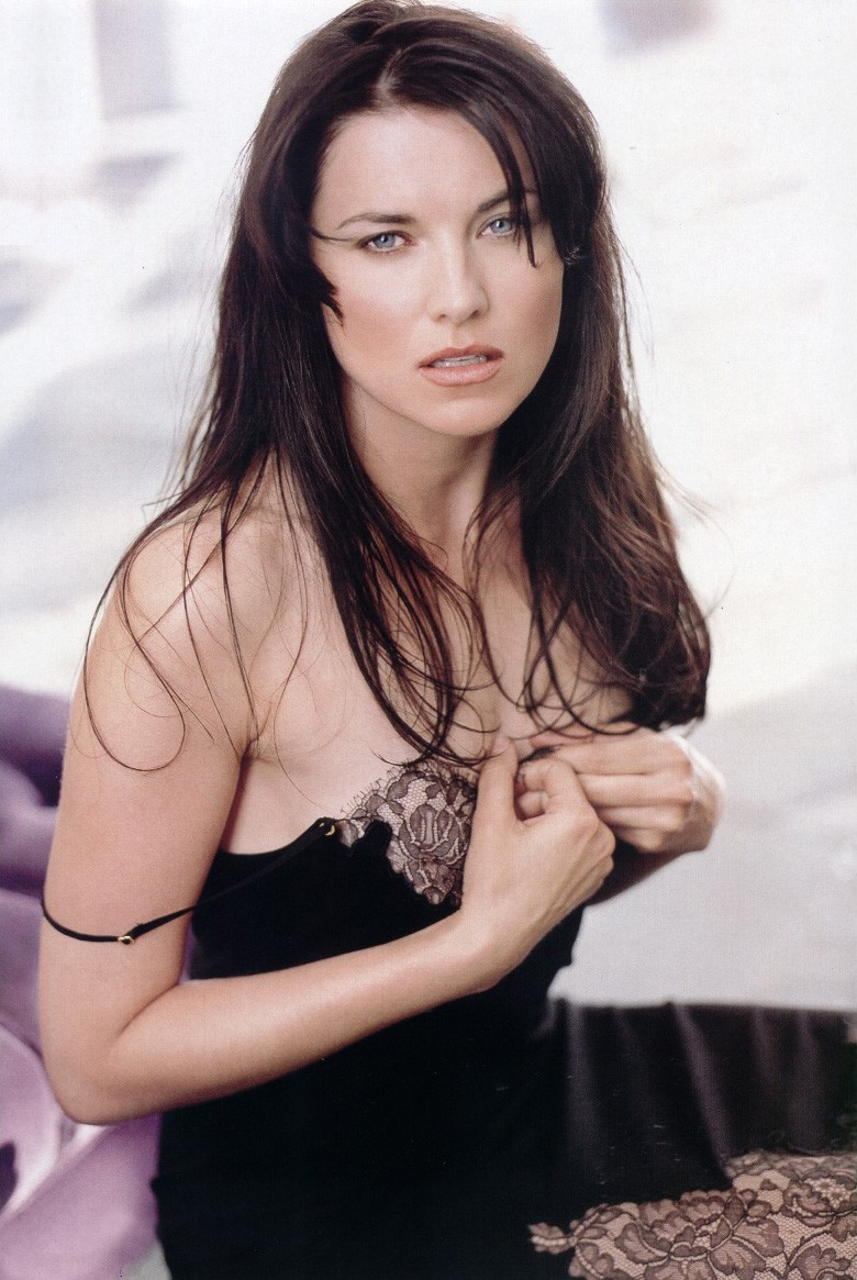 Photos lucy lawless photos shoot 1999 - Quel age a evelyne dheliat ...