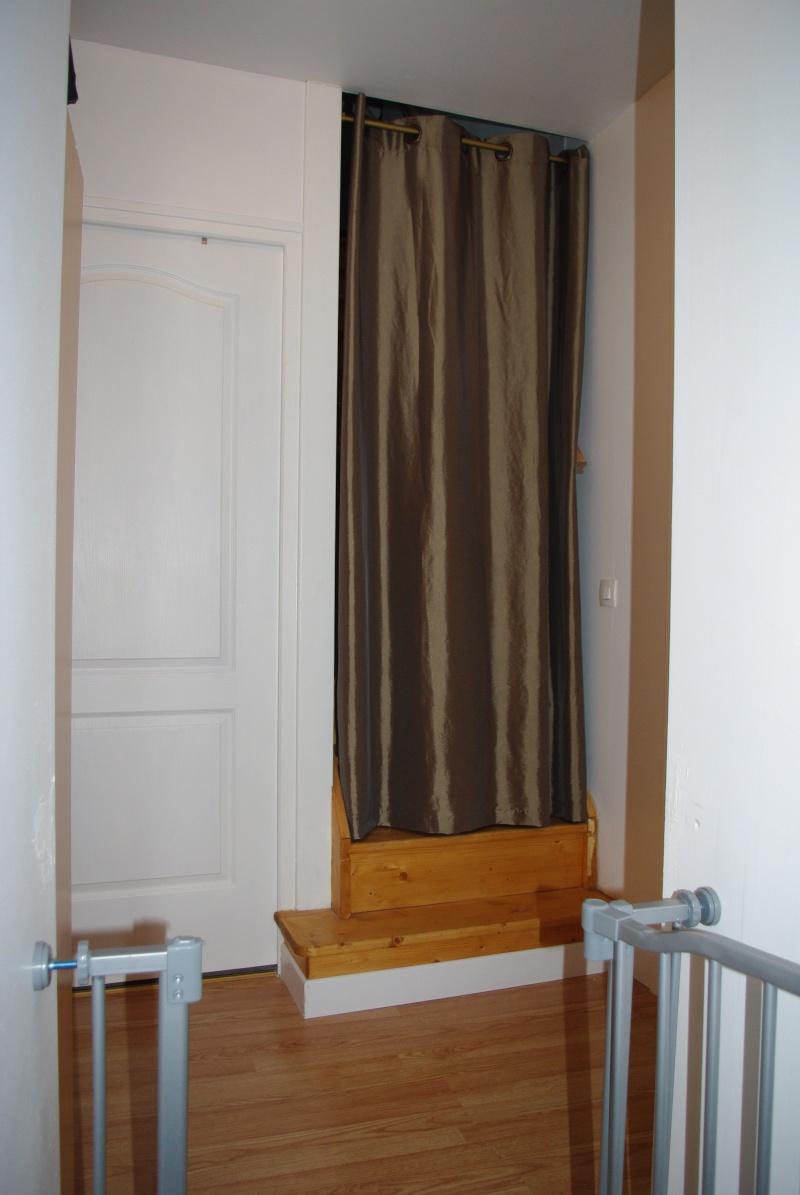 Des id es d co pour cage d 39 escalier palier et couloir - Papier peint pour couloir et cage d escalier ...